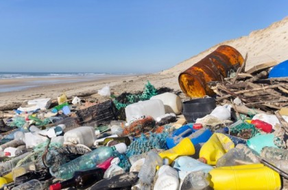 Trash-on-Beach-e1386629934823
